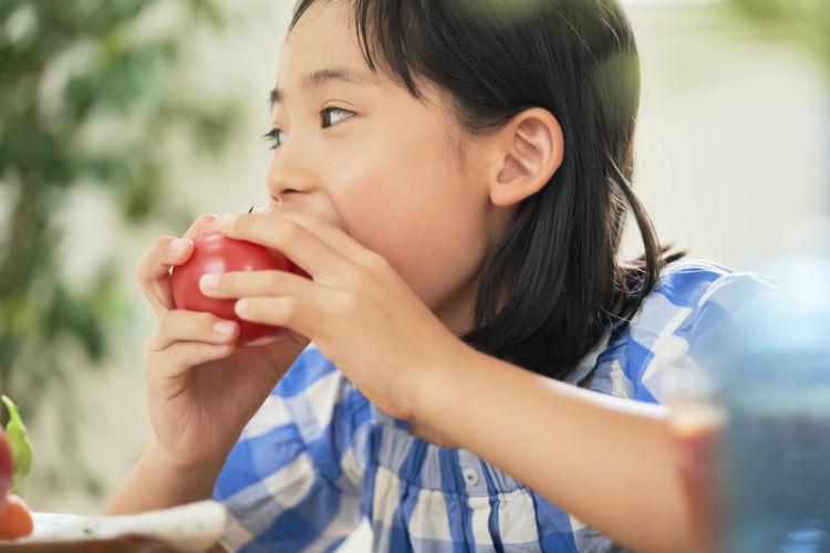 トマトを食べることで抗酸化物質を摂り入れる
