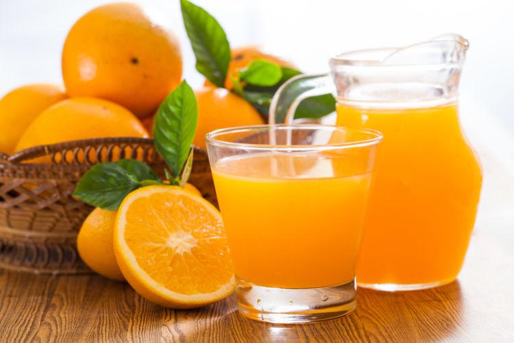 【獣医師監修】犬が「オレンジジュース」を飲んでも大丈夫?外皮や種、腎臓病や心臓病など持病に注意!