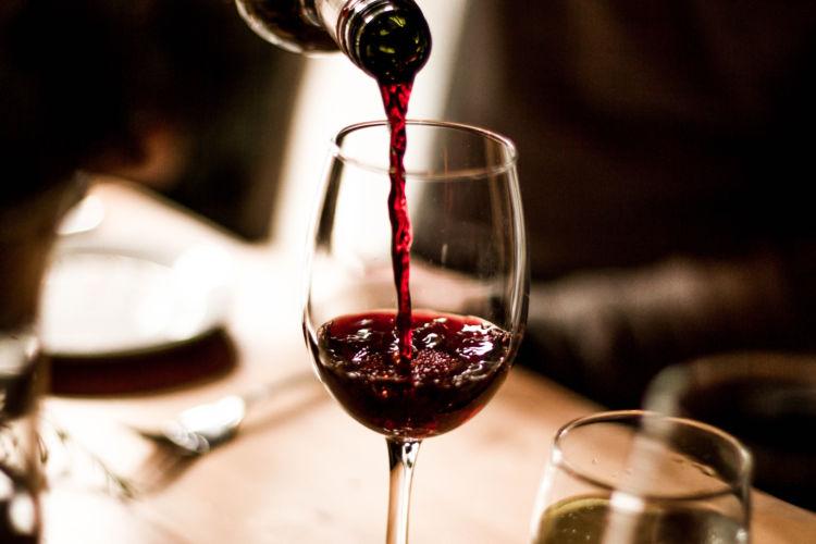 犬に与えてはダメ!危険なアルコール(お酒)の種類④「ワイン」
