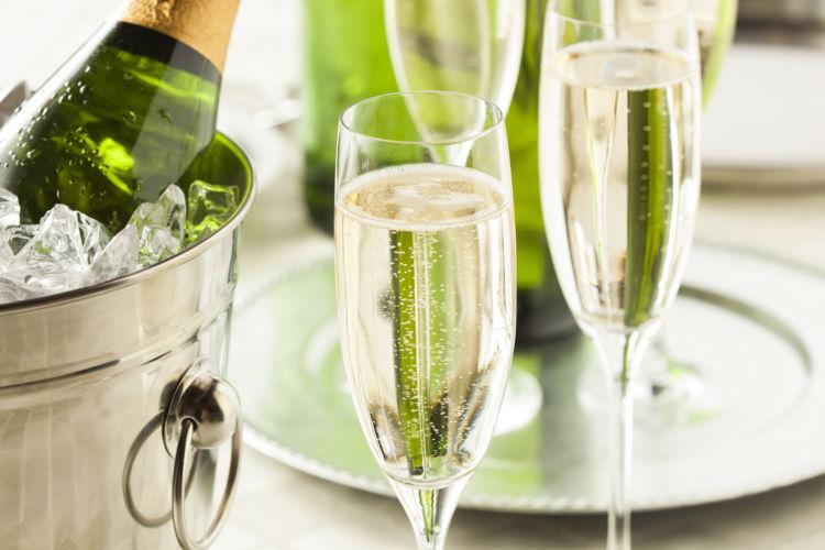 犬に与えてはダメ!危険なアルコール(お酒)の種類⑨「シャンパン」