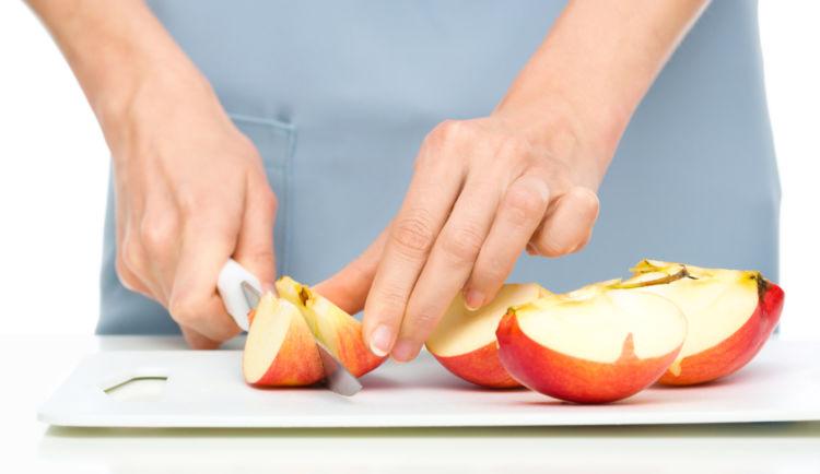 りんご 皮ごと 小さく刻む