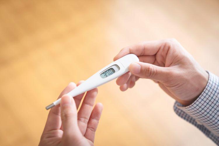肛門に体温計を入れて直腸温を測ってください