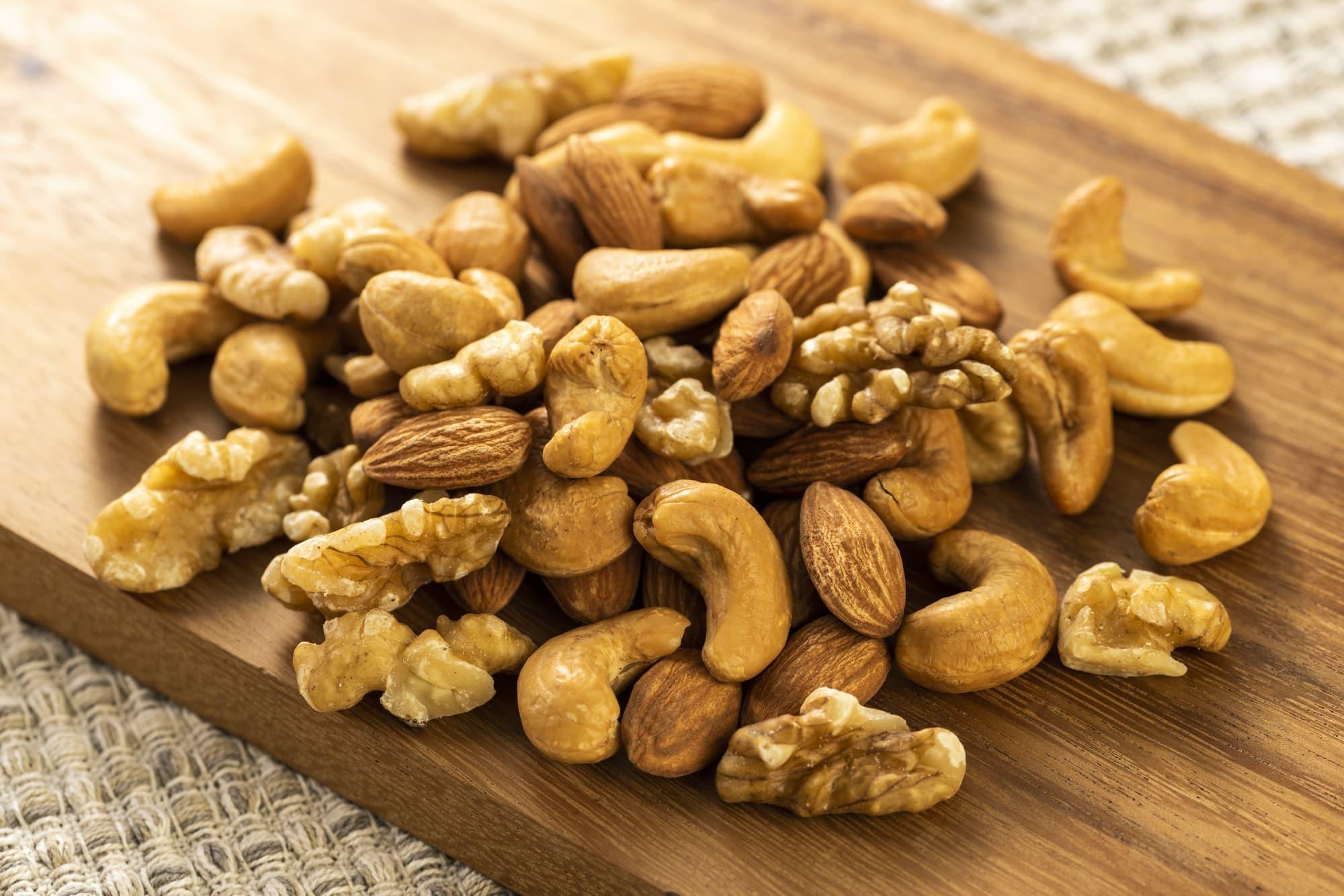 犬に【ピーナッツ】【カシューナッツ】【ヘーゼルナッツ】などのナッツ類を食べさせても大丈夫?