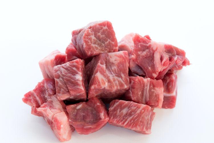 犬に与えても良い生肉の種類①【牛肉】